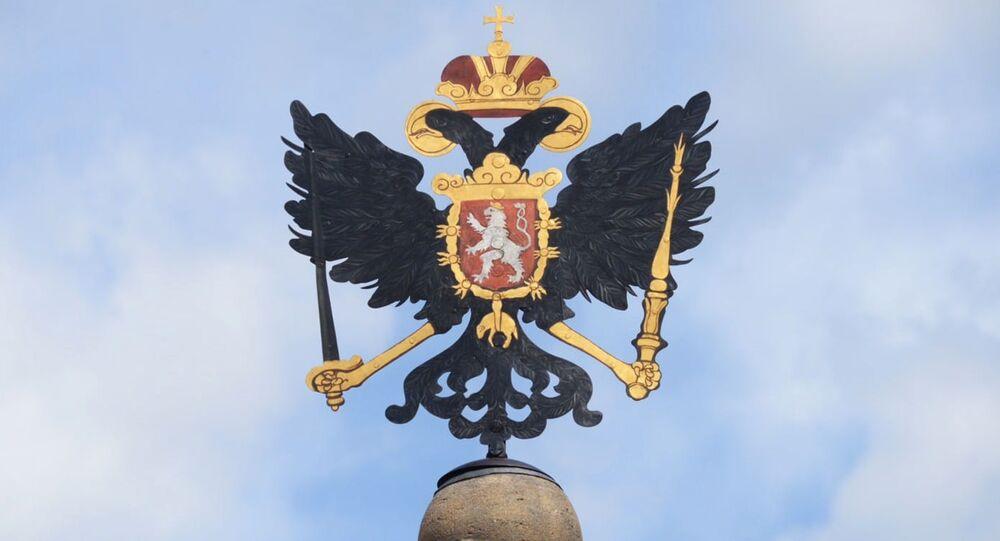 Orel Svaté říše římské na vrcholu Leopoldovy kašny na Druhém nádvoří Pražského hradu