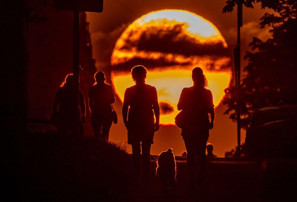 Mraky během západu slunce v Moskvě