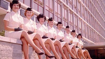 Letecká uniforma letušek společnosti National Airways Corporation, 1959