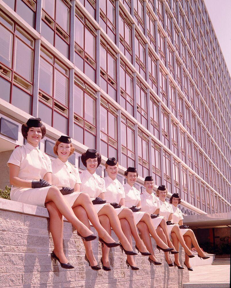 Letecká uniforma letušek letecké společnosti National Airways Corporation, 1959