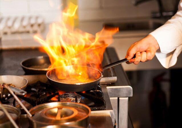 Šéfkuchař v kuchyni restaurace