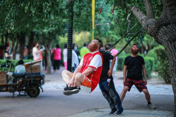 Muži během cvičení v Šen-jangu, Čína - Sputnik Česká republika