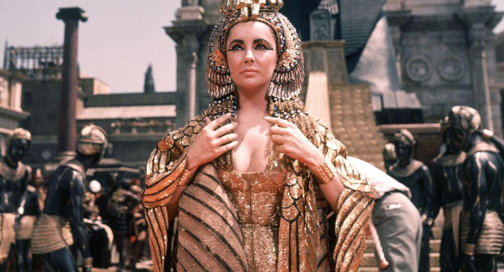 Herečka Elizabeth Taylor jako Kleopatra ve filmu Josepha Mankiewicze Kleopatra