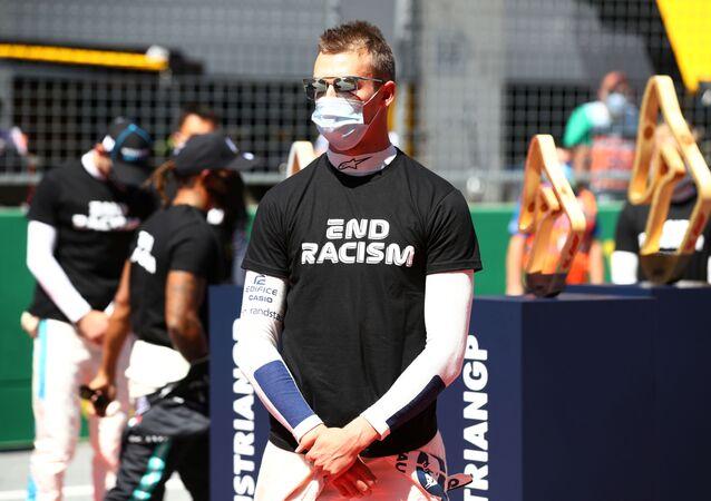 Ruský pilot F1 Daniil Kvjat před Velkou cenou Rakouska