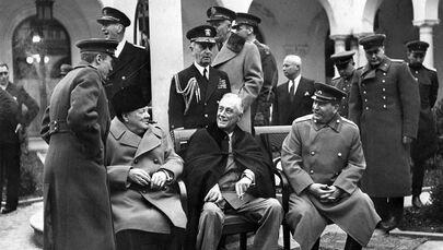 Jaltská konference představitelů tzv. Velké trojky ve složení Roosevelt, Churchill a Stalin, r. 1945.