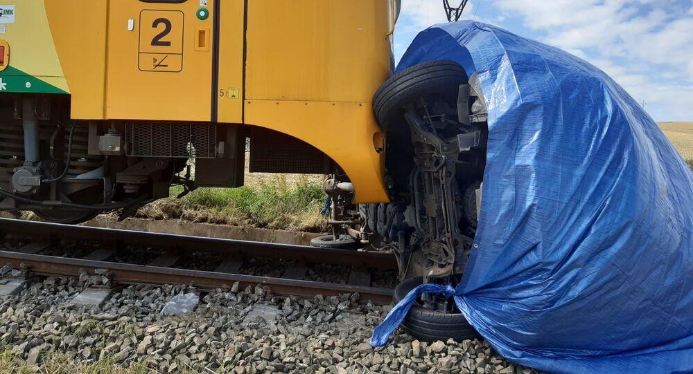 Srážka osobního vlaku s dodávkou u Velkých Opatovic