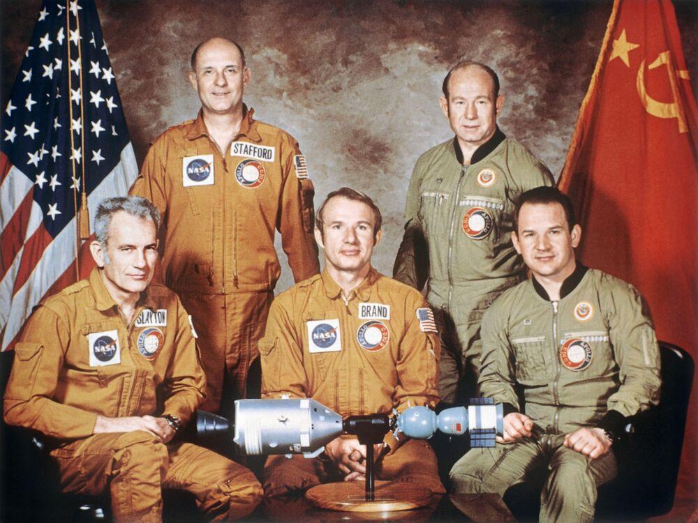 Posádky kosmických lodí experimentálního projektu Sojuz-Apollo.