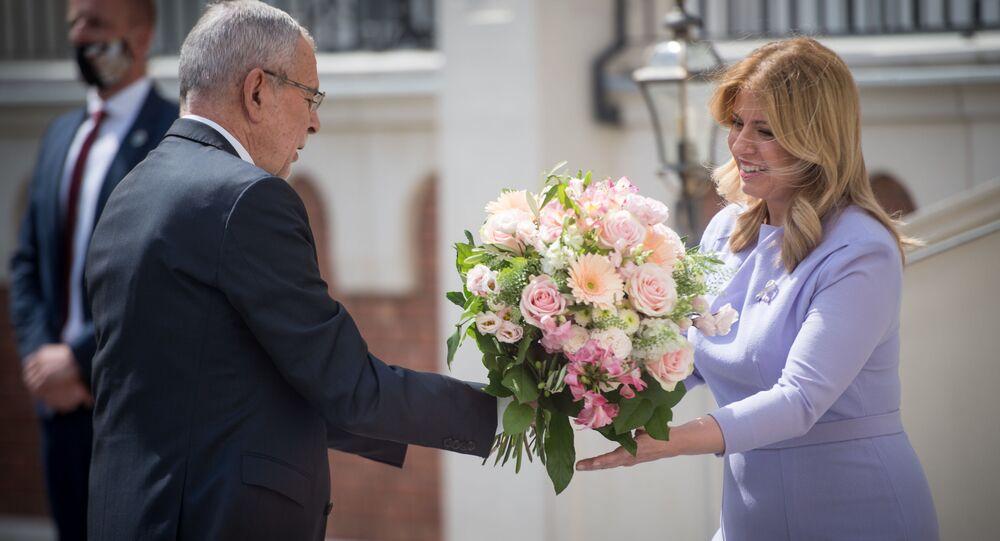 Prezidentka Slovenské republiky Zuzana Čaputová přivítala rakouského prezidenta Alexandra Van der Bellena na zámku Šimák v Pezinku