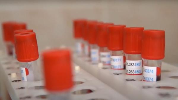 První dobrovolníci vyzkoušeli vakcínu proti covidu-19 - Sputnik Česká republika