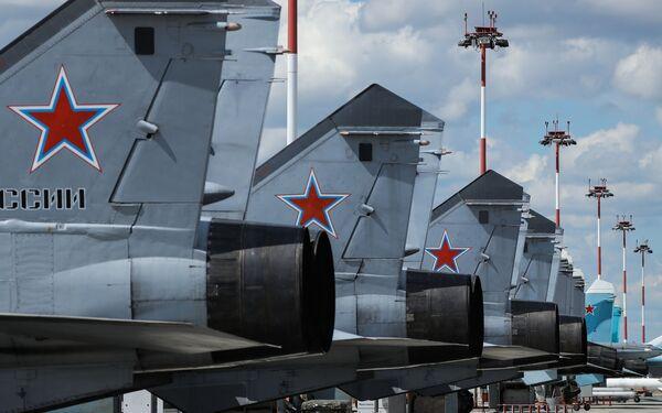Stíhací letouny MiG-31 na místě určeném k parkování. Lipecké letecké centrum V. P. Čkalova. - Sputnik Česká republika