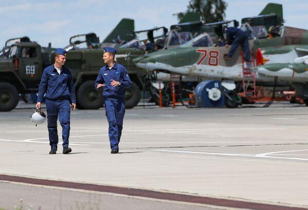 Šturmoviky Su-25 na letišti leteckého centra V. P. Čkalova v Lipecku. - Sputnik Česká republika