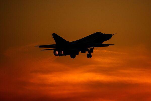 Taktický bombardér Su-24 při cvičném letu v Lipeckém leteckém centru V. P. Čkalova. - Sputnik Česká republika