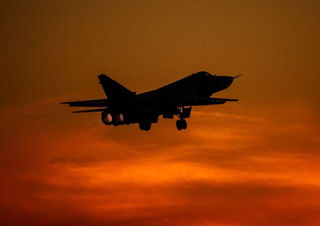 Taktický bombardér Su-24 při cvičném letu v Lipeckém leteckém centru V. P. Čkalova.