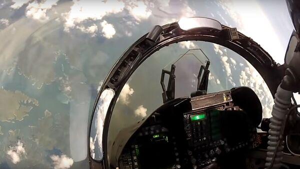 Cvičný vzdušný boj mezi F-18 Hornet a Su-30 - Sputnik Česká republika