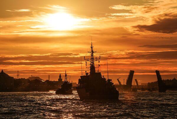 Lodě ruského námořnictva v paprscích úsvitu - Sputnik Česká republika