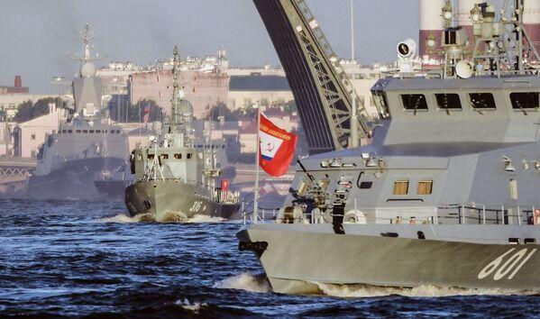 Nácvik přehlídky ke dni námořnictva - Sputnik Česká republika