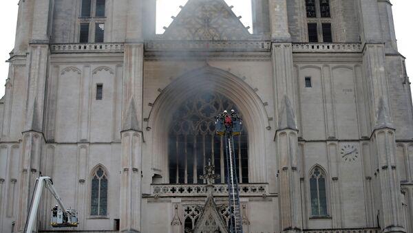 V katedrále francouzského města Nantes vypukl požár - Sputnik Česká republika