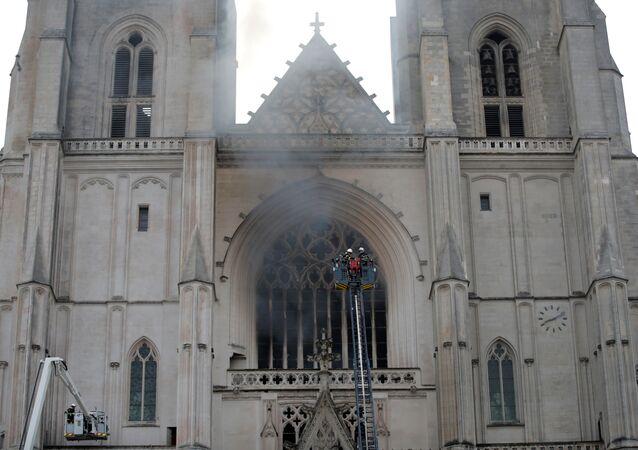 V katedrále francouzského města Nantes vypukl požár