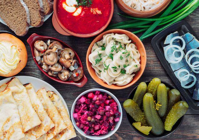 Slavnostní stůl ruské národní kuchyně
