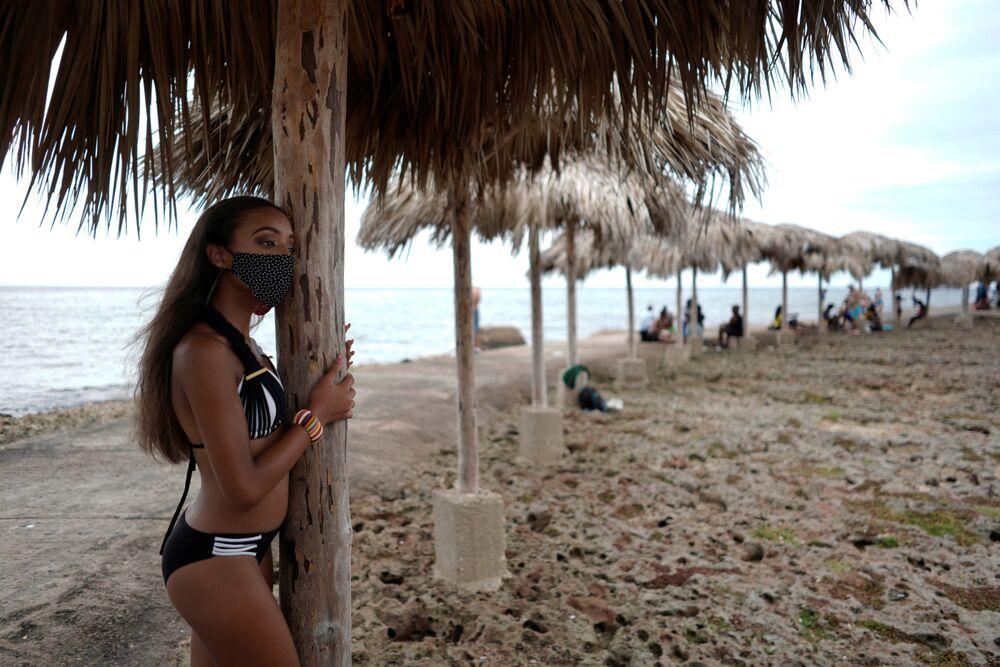 Jak kubánské dívky slaví plnoletost v období koronaviru: bohaté šaty a zdobené roušky