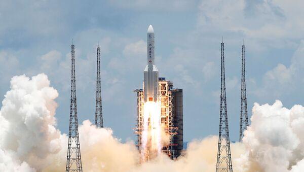 Čínská těžká nosná raketa Dlouhý pochod 5 s kosmickou sondou Otázky k nebesům 1 - Sputnik Česká republika
