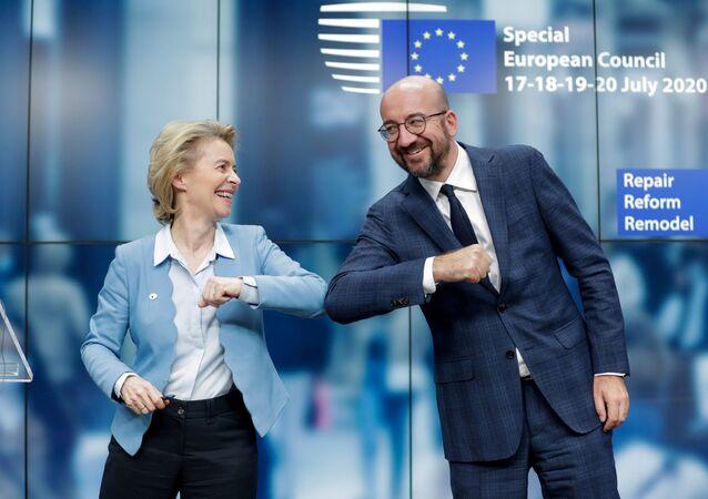 Předseda Evropské rady Charles Michel a předsedkyně Evropské komise Ursula Von Der Leyenová na zasedání Evropské rady v Bruselu (21. 7. 2020)