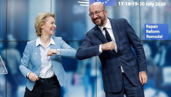 Předseda Evropské rady Charles Michel a předsedkyně Evropské komise Ursula Von Der Leyenová na zasedání Evropské rady v Bruselu (21. 7. 2020) - Sputnik Česká republika