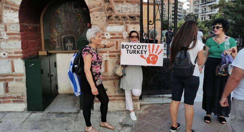 Protestní akce proti otevření mešity v chrámu Hagia Sofia v řecké Soluni