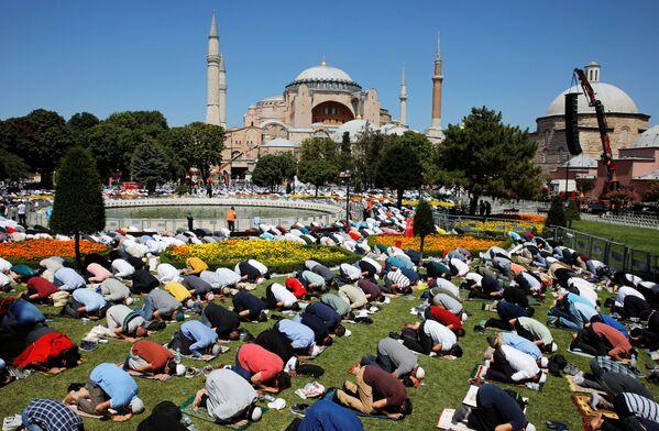 Historická událost: jak proběhla první modlitba po 86 letech v Chrámu Hagia Sofia v Istanbulu - Sputnik Česká republika