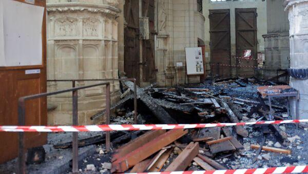 Katedrála v Nantes po incidentu - Sputnik Česká republika