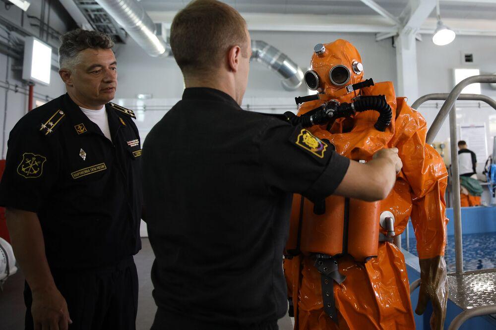 Ruští námořníci během prezentace nových výcvikových komplexů Gefest a Afalina.