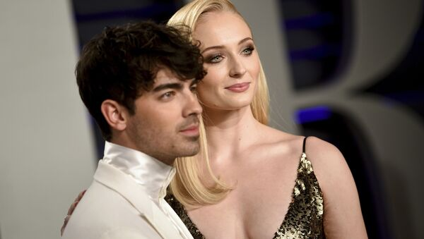 Britská herečka Sophie Turnerová s členem skupiny Jonas Brothers, Joe Jonasem. - Sputnik Česká republika