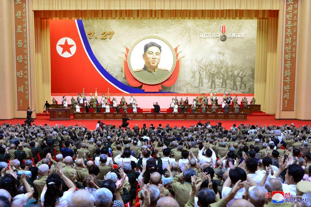 Kim Čong-un se účastní Národní konference válečných veteránů během 67. výročí příměří v Koreji. Pchjongjang, KLDR.