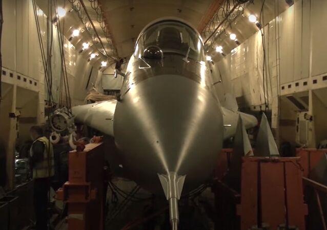 An-22 přepravuje stíhačku MiG-29 (video, Ministerstvo obrany RF)