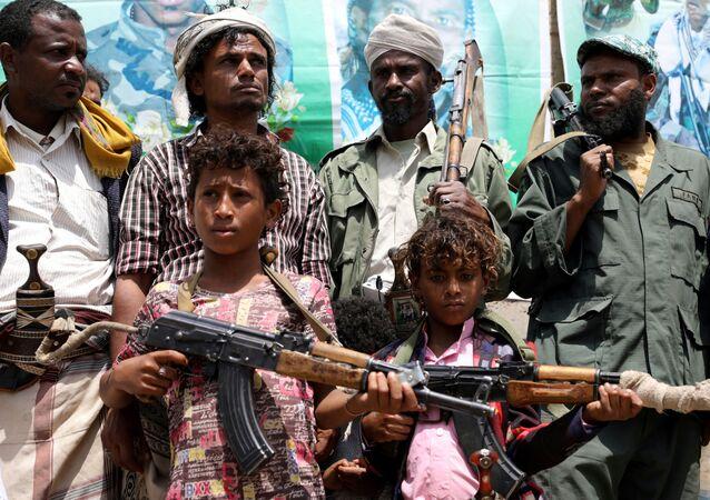Chlapci na shromáždění na podporu Hútíú v hlavním městě San'á.