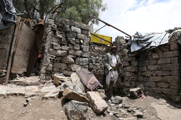 Vůdce komunity před svým domovem ve slumu v hlavním městě San'á. - Sputnik Česká republika
