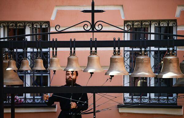 Zvoník Ivan Privalov v kostele Ioanna Bogoslova v Moskvě. - Sputnik Česká republika