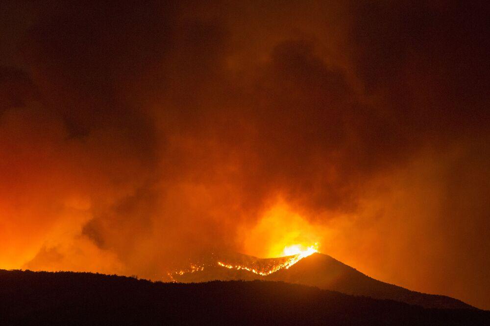 Hořící tráva v Kalifornii