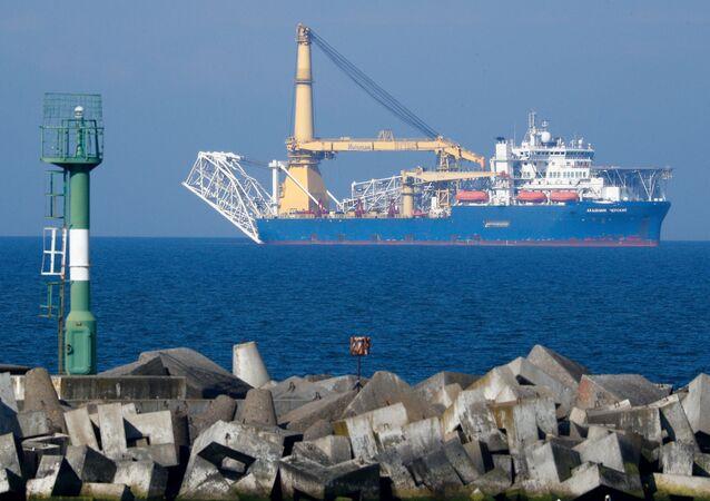 Ruská loď kladoucí potrubí