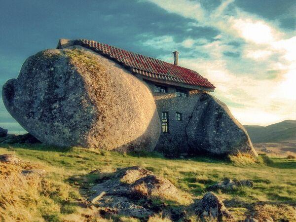 Dům v pohoří Fafe, Portugalsko - Sputnik Česká republika