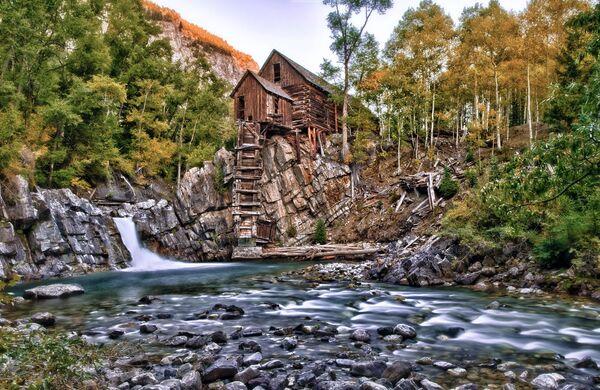 Dům nad vodopádem v Coloradu, USA - Sputnik Česká republika