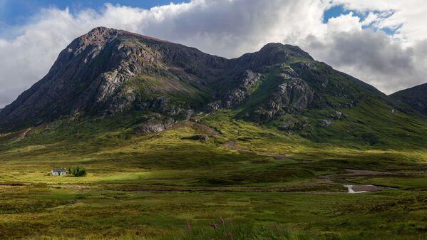 Chata Skotského horolezeckého klubu u řeky Coupall - Sputnik Česká republika