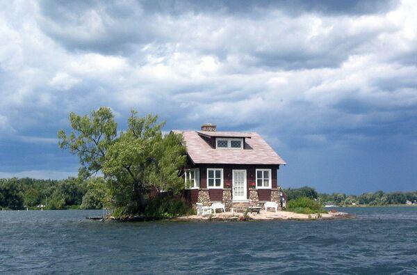 Ostrov Just Room Enough s domem nedaleko zámku Boldt v USA - Sputnik Česká republika