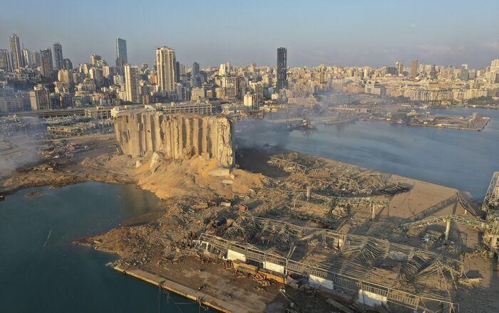 Bejrútský přístav po výbuchu
