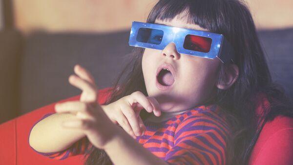 Dítě se dívá na televizi - Sputnik Česká republika