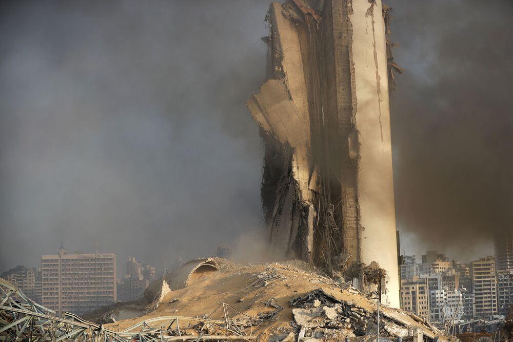 Sklad paliva v přístavu Bejrútu po výbuchu