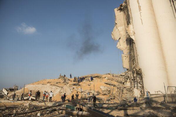 Zničená budova sýpky v přístavu Bejrútu - Sputnik Česká republika