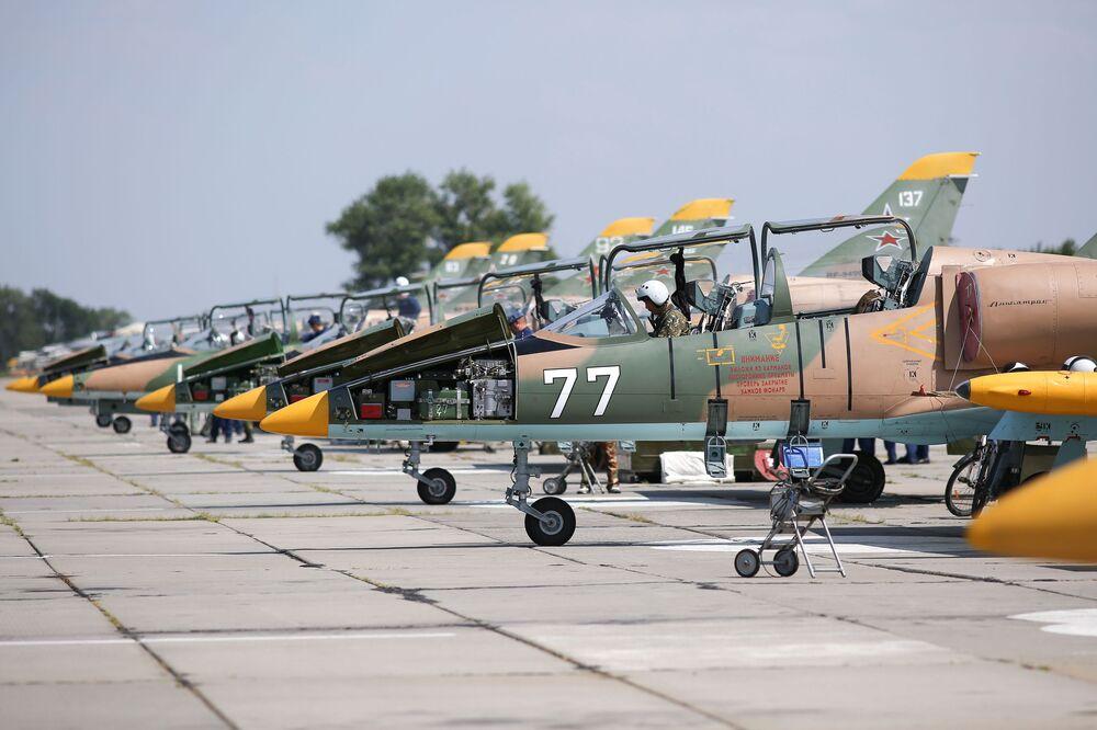 Poprvé v historii. První let studentek vyšší vojenské letecké školy v Krasnodaru