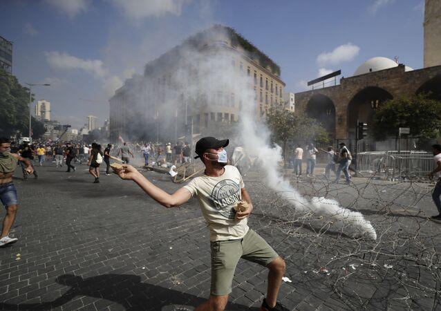 Střety mezi demonstranty a bezpečnostními silami v Bejrútu