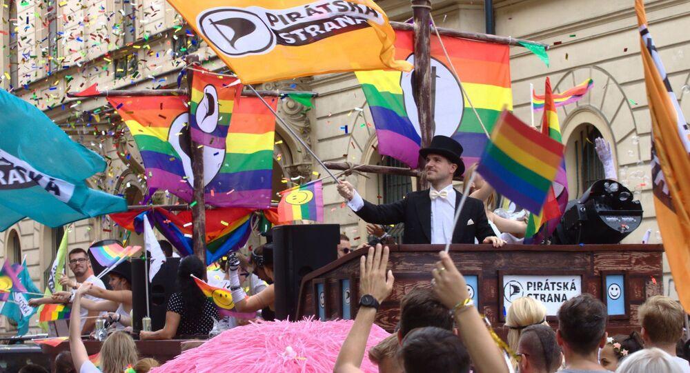 Piráti podporují práva homosexuálu (na fotografii je pražský primátor Zdeněk Hřib na Prague Pride 2020)